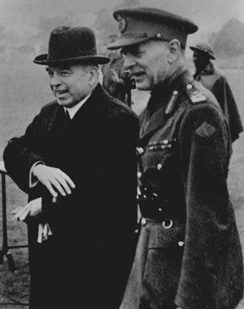 1941-08 Mackenzie King and General McNaughton