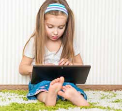 child on computer © tan4ikk - Fotolia.com